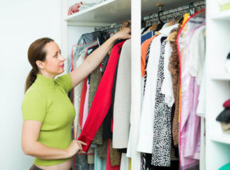 de-clutter your closet and use these storage tips