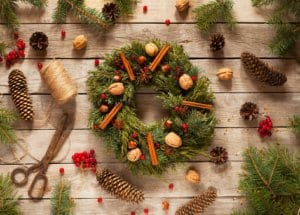 Jake's Moving And Storage - Winter Decorating Tips - DIY Wreath making